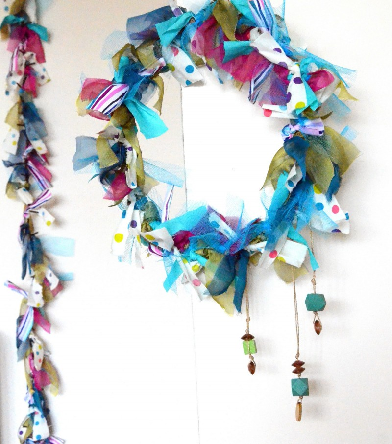 Crafttuts+ Christmas Wreath and Garland Tutorial via WeeBirdy.com