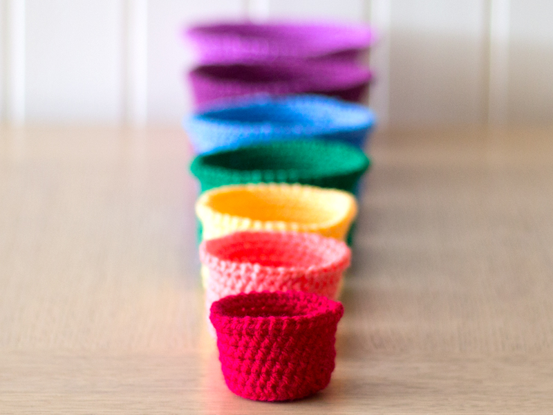 Rainbow rochet nesting baskets tutorial via WeeBirdy.com