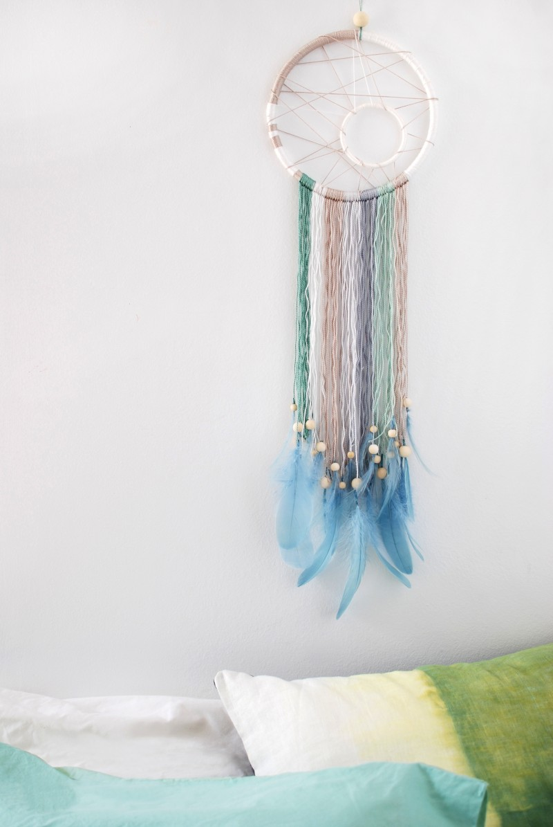 Make a modern dreamcatcher via WeeBirdy.com