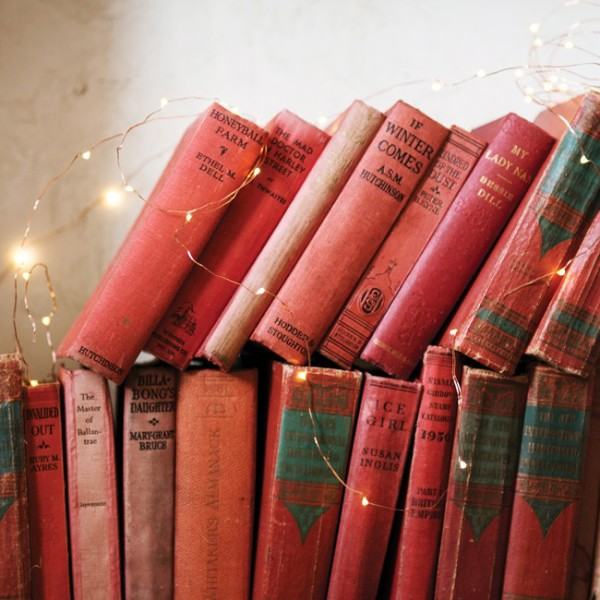 So pretty! Add sparkle to every corner of your home for Christmas this year with these genius copper wire string lights from Lark, via WeeBirdy.com.