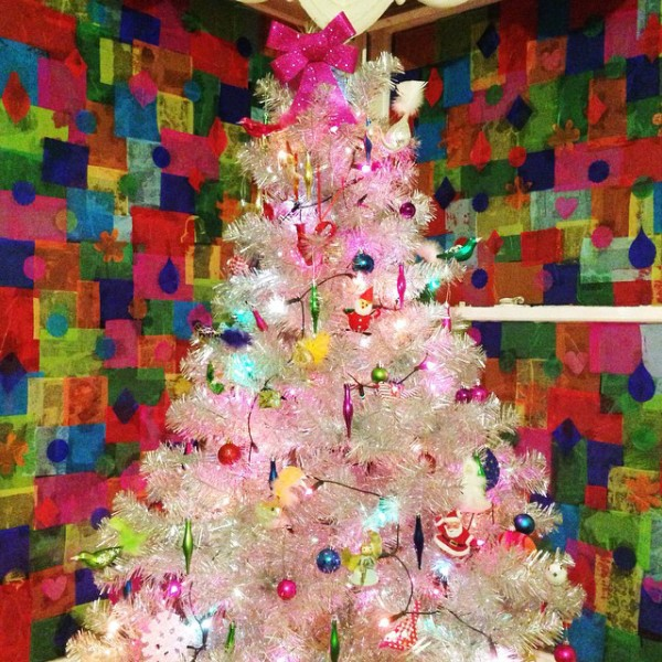 Amazing: Pilgrim Lee's super vintage Kitschmas tree with handmade tissue-paper window decorations.
