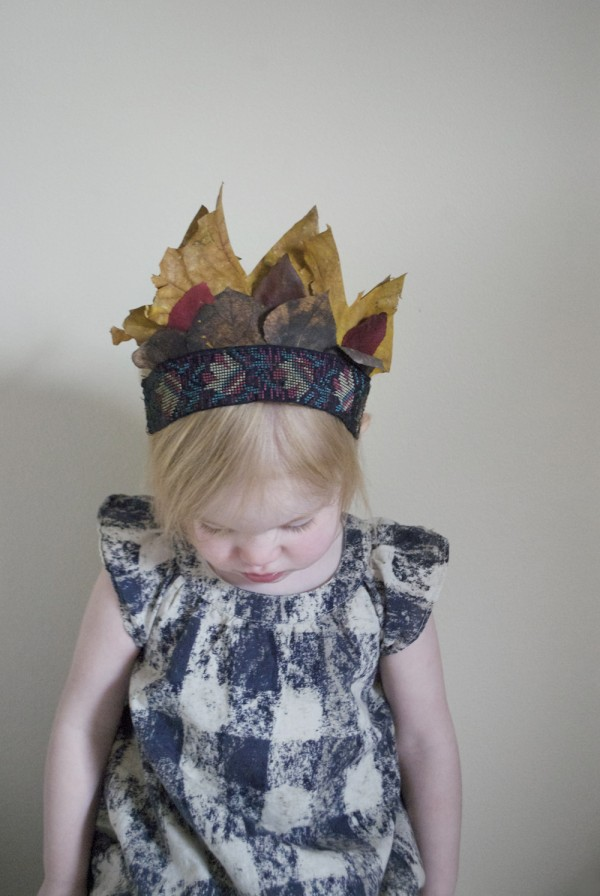 The best craft projects to make with kids, via We-Are-Scout.com: autumn leaf crown.