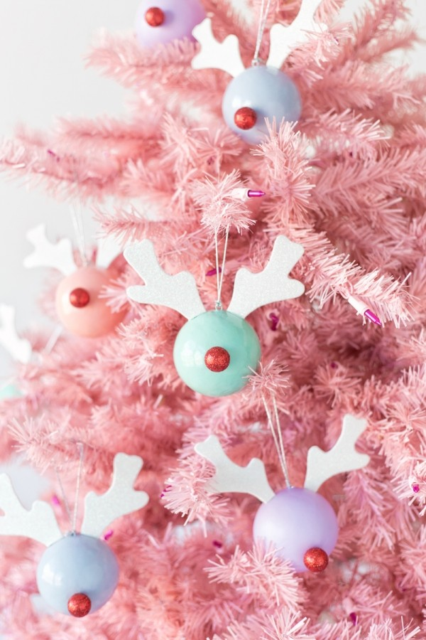 Make Rudolph decorations by Studio DIY.