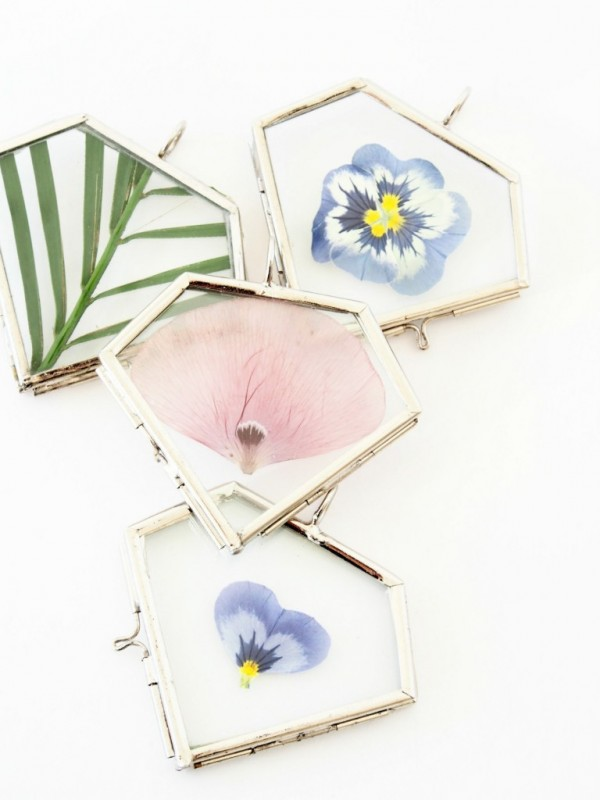 Clever craft ideas: DIY pressed flower pendants by Monsters Circus