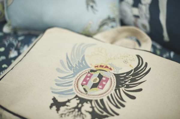 All Forivor's bedlinen is presented in this organic Forivor Suitcase emblazoned with their beautiful crest.
