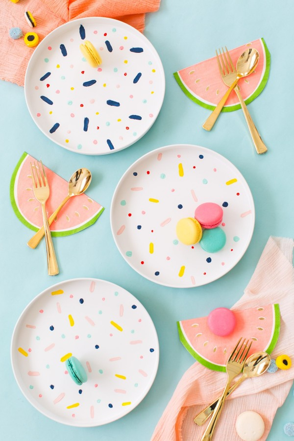 DIYs for your home: DIY Confetti Pattern Placemats by Sugar and Cloth.