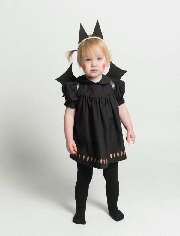 DIY baby bat costume with cardboard wings and ears by Mermag.