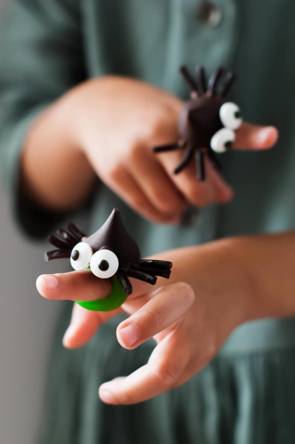 Spooky chocolate spider rings by Handmade Charlotte.
