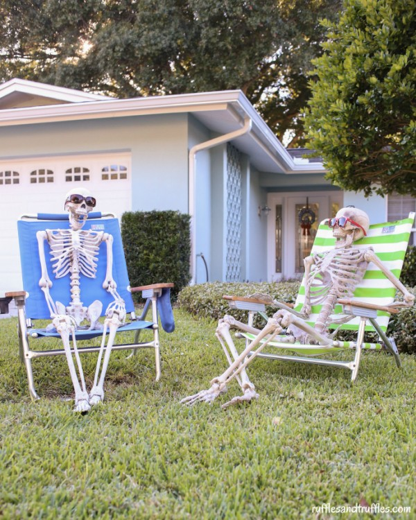 DIY skeleton lawn decorations by Ruffles and Truffles.