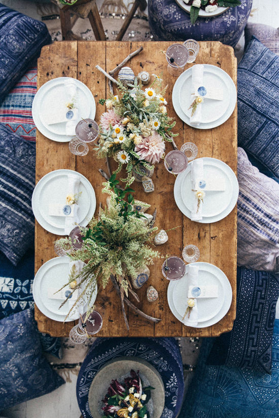 Feast on the floor with indigo cushions, paired with indigo place cards and whimsical pastel flowers. Head to Design Love Fest for more details from their incredible moon party.
