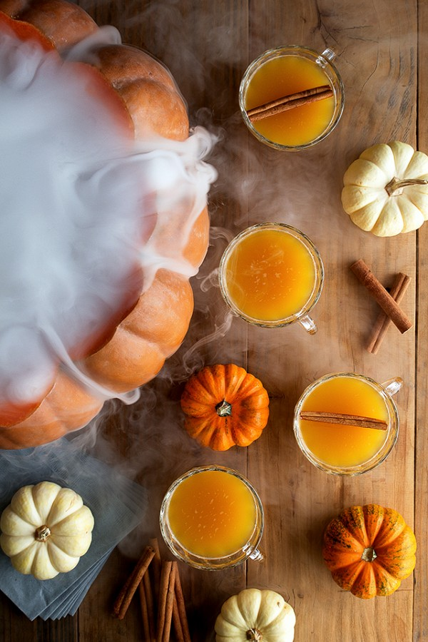 Halloween pumpkin punch by Honestly Yum.