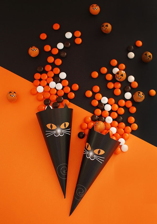 Free printable Black Cat Trick or Treat Cones by Lisa Tilse for We Are Scout.