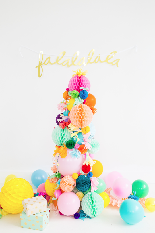 DIY Pom Pom Christmas tree by Sugar and Cloth.